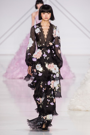 Показ Ralph & Russo коллекции сезона Весна-лето  2017 года haute couture - www.elle.ru - Подиум - фото 616178