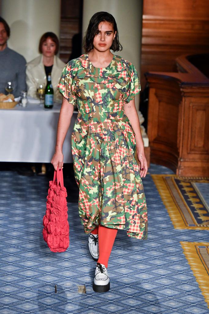 Тело как искусство: лучшие выходы curvy-модели Джилл Кортлев на Неделях моды (фото 6)