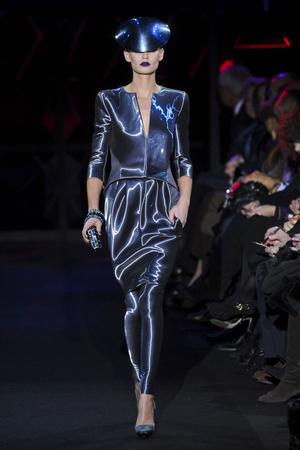 Показ Giorgio Armani Privé коллекции сезона Весна-лето 2011 года Haute couture - www.elle.ru - Подиум - фото 214982
