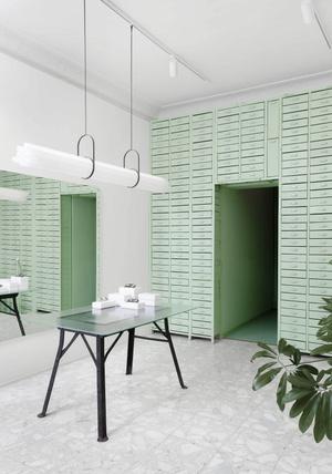 Мятно-зеленая оптика в Берлине по проекту Oskar Kohnen Studio (фото 6.2)