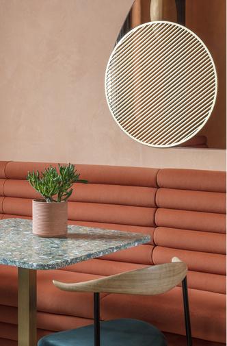 Солнечное Средиземноморье: ресторан в Лондоне (фото 1.2)