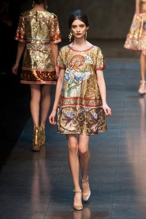 Показы мод Dolce & Gabbana Осень-зима 2013-2014 | Подиум на ELLE - Подиум - фото 688