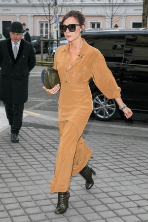 Образ дня: Виктория Бекхэм в Париже (фото 1.1)