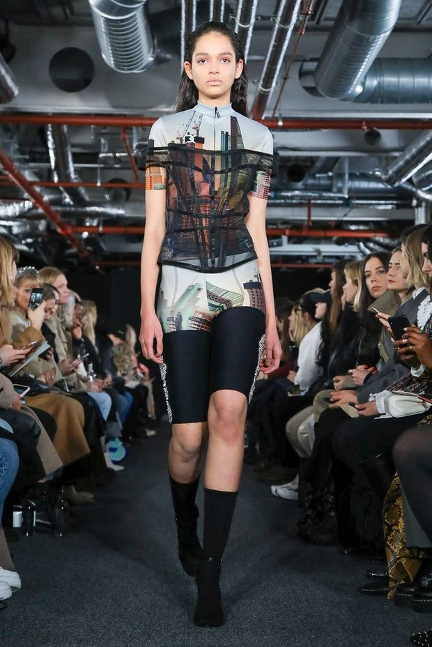 Черный — новый черный: показ David Koma на London Fashion Week (фото 16)