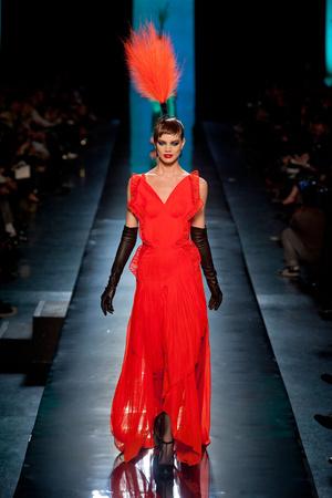 Показ Jean Paul Gaultier коллекции сезона Весна-лето 2014 года haute couture - www.elle.ru - Подиум - фото 575197