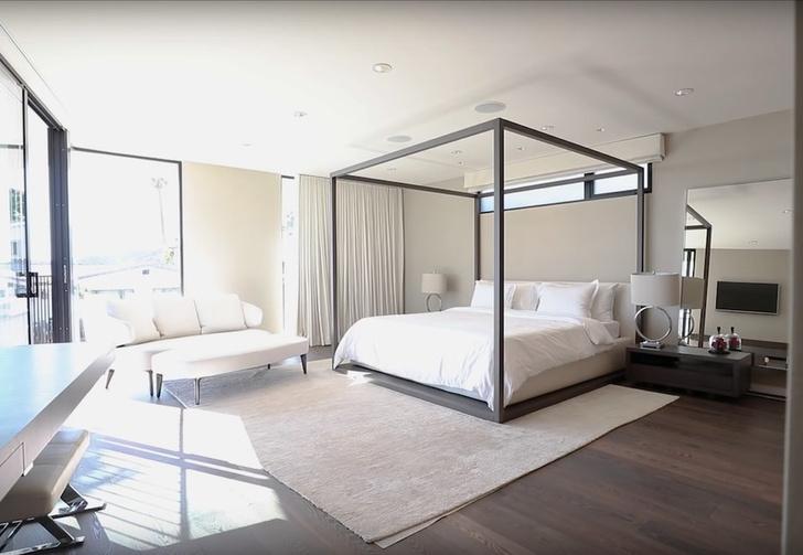 Илон Маск продает дом в Лос-Анджелесе за 4,49 млн долларов (фото 9)