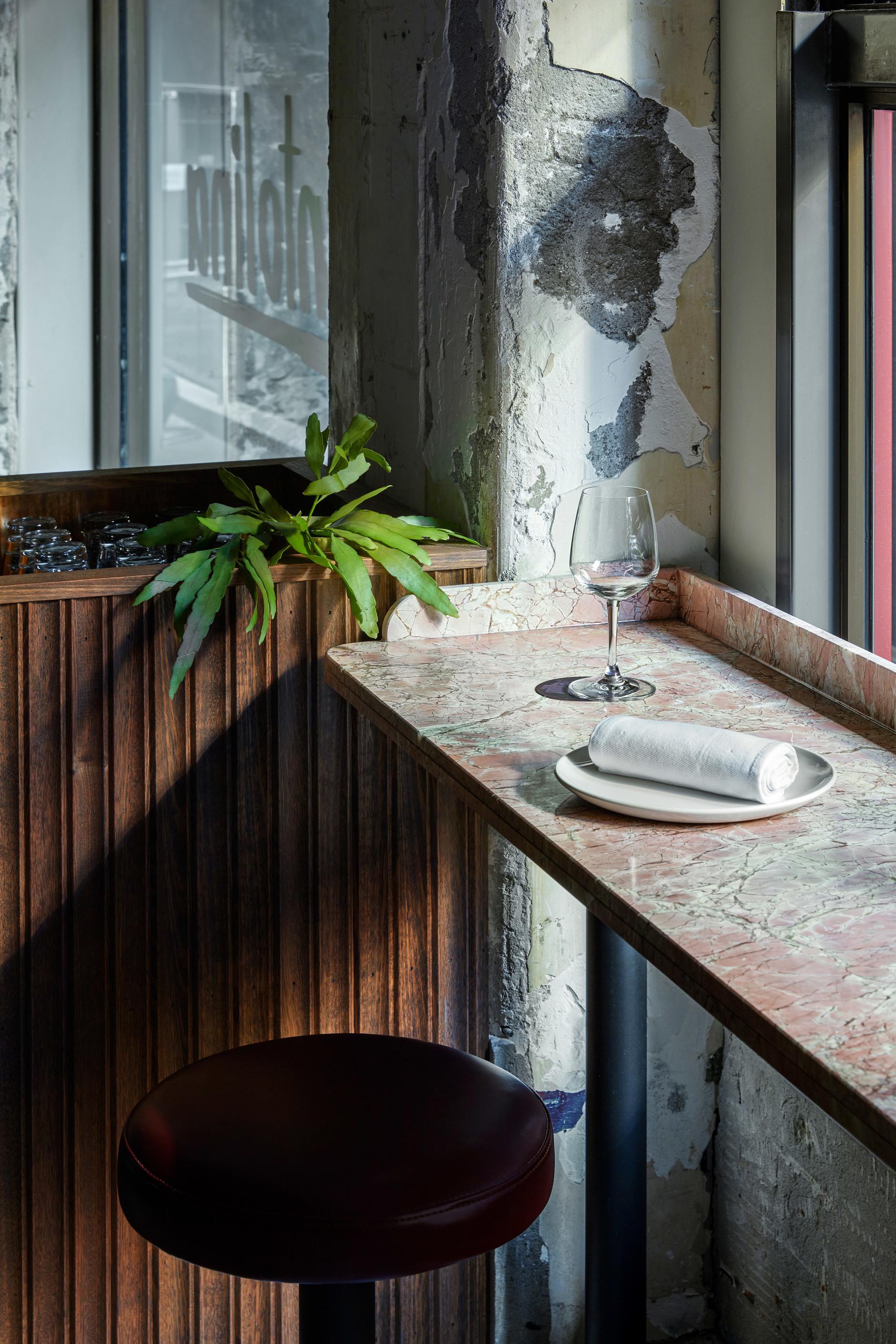 Розовый мрамор и потертый бетон: паста бар в Мельбурне (галерея 7, фото 2)