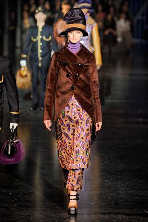 Показ Louis Vuitton коллекции сезона Осень-зима 2012-2013 года Prêt-à-porter - www.elle.ru - Подиум - фото 387461