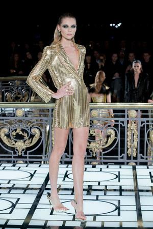 Показ Atelier Versace коллекции сезона Весна-лето 2013 года haute couture - www.elle.ru - Подиум - фото 476982