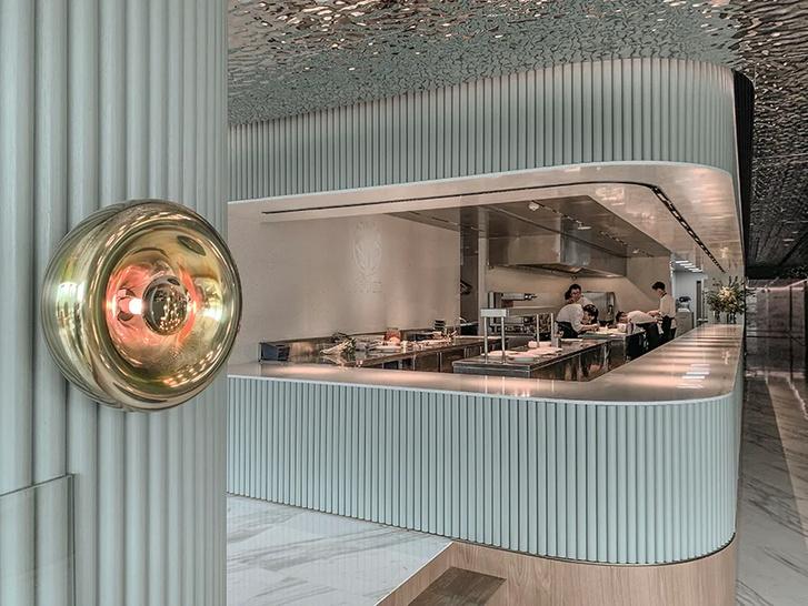 Французский ресторан с зеркальным потолком в Гуанчжоу (фото 9)