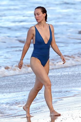 В отличной форме: Оливия Уайлд в купальнике на берегу Тихого океана (фото 2)