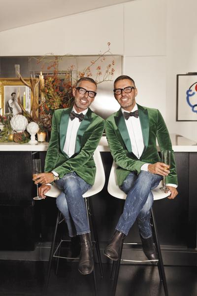Дин и Дэн Кейтены на стульях собственного дизайна в стиле Чарльза и Рей Имз