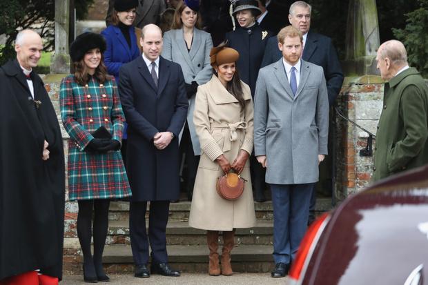 Битва герцогинь: Кейт и Меган — чей образ на рождественской службе лучше? (фото 1)