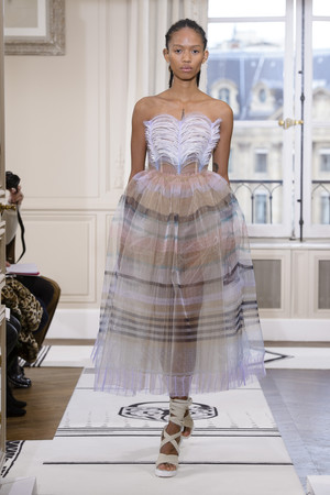 Показ Schiaparelli коллекции сезона Весна-лето 2018 года Haute couture - www.elle.ru - Подиум - фото 671371