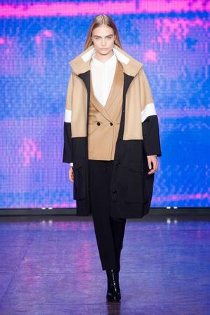 Показ DKNY коллекции сезона Осень-зима 2013-2014 года Prêt-à-porter - www.elle.ru - Подиум - фото 488054