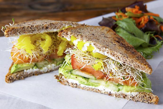 цельнозерновой хлеб + авокадо + икра