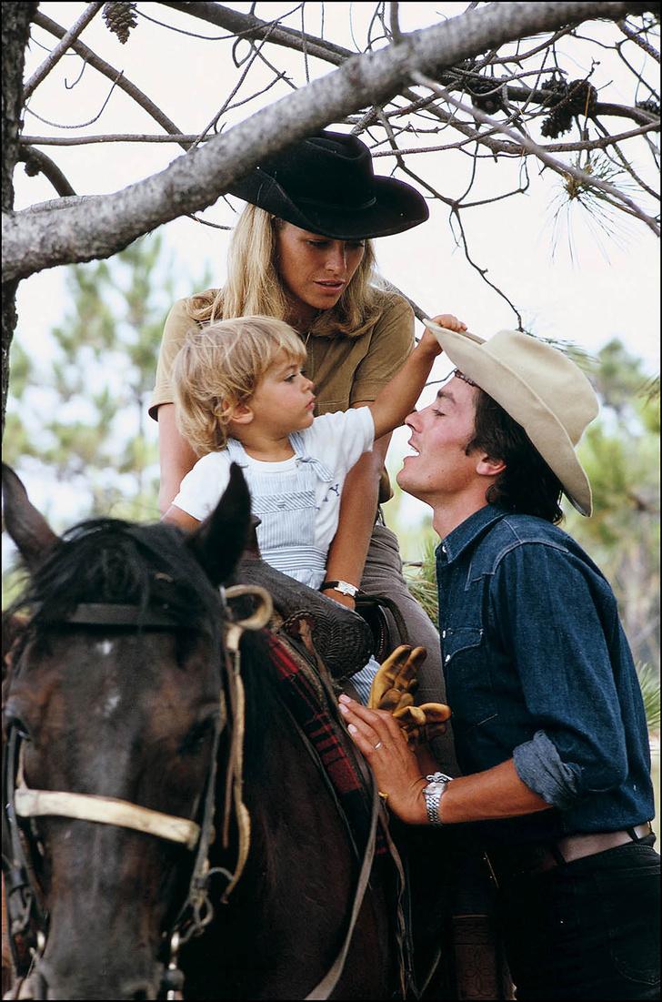 Ален Делон с супругой Натали и сыном Энтони 2