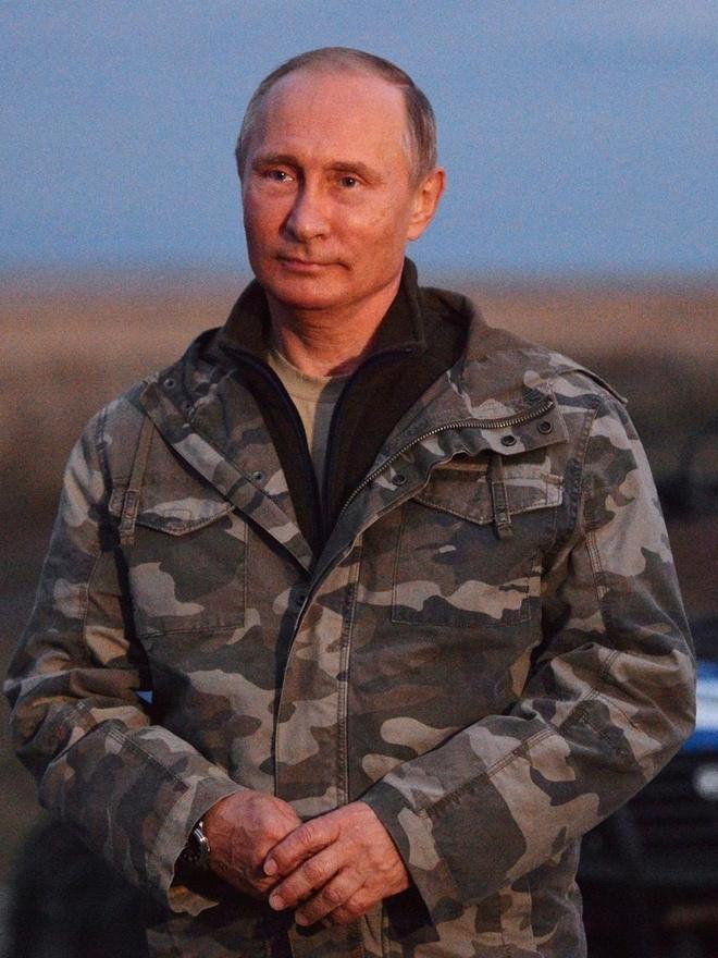 Владимиру Путину - 66 лет: стиль президента в лучших фотографиях (фото 8)