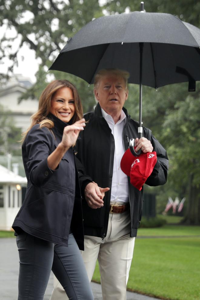 Мелания Трамп в черных ботинках Timberland и джинсах скинни (фото 2)