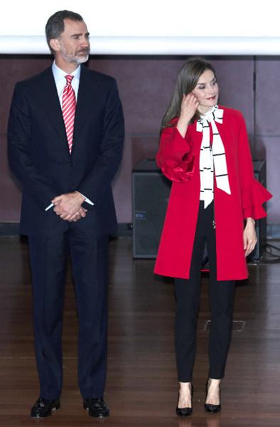 Пальто, как у королевы: верхняя одежда Летиции, Рании и Кейт Миддлтон | галерея [1] фото [2]