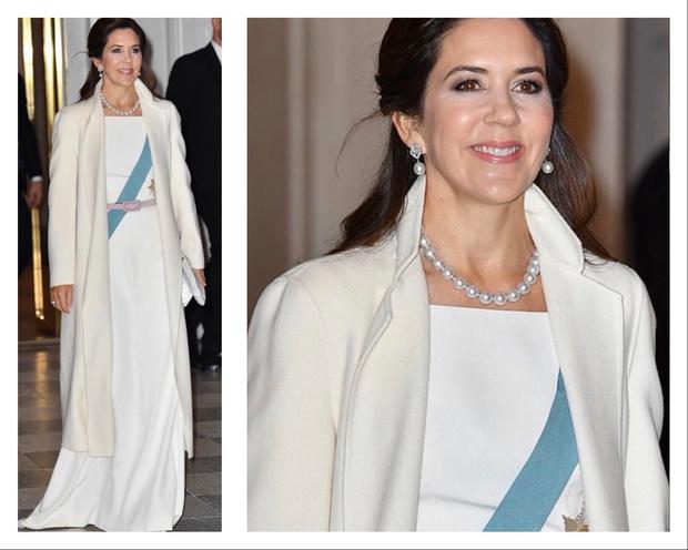 Снегурочка-2020: принцесса Дании встретила новую декаду в белом шелке и лавандовых туфлях (фото 2)