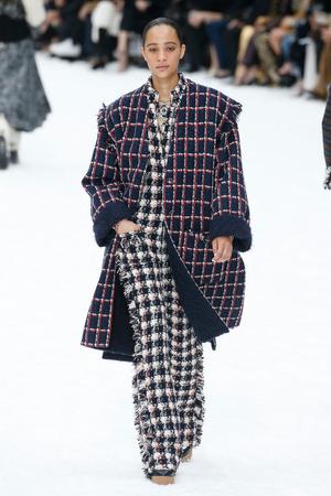 Последний показ эры Карла: Chanel RTW Fall 2019 (фото 3.2)