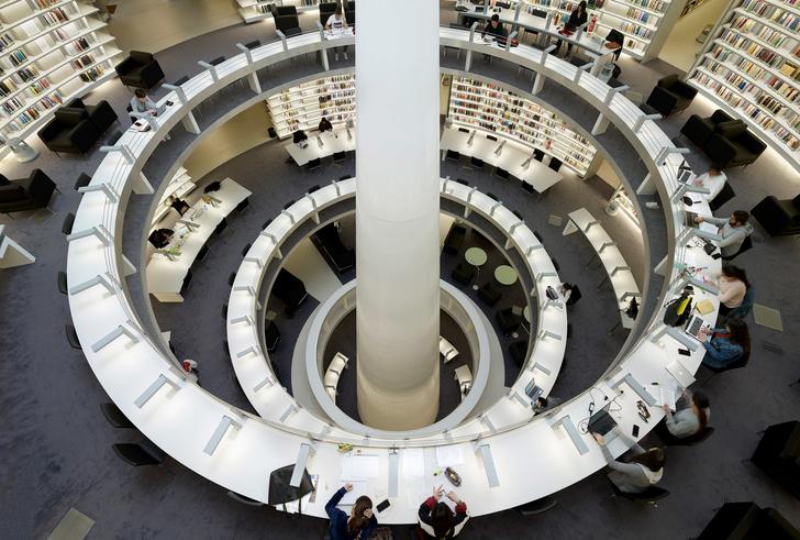 Яркая библиотека по проекту Жана Нувеля (фото 9)