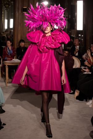 Покорила Париж: Кайя Гербер на показе Valentino (фото 1)