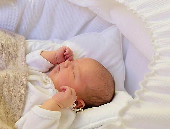 Фото новорожденного принца Александра Эрика Убертуса Бертиля, опубликованное королевской пресс-службой