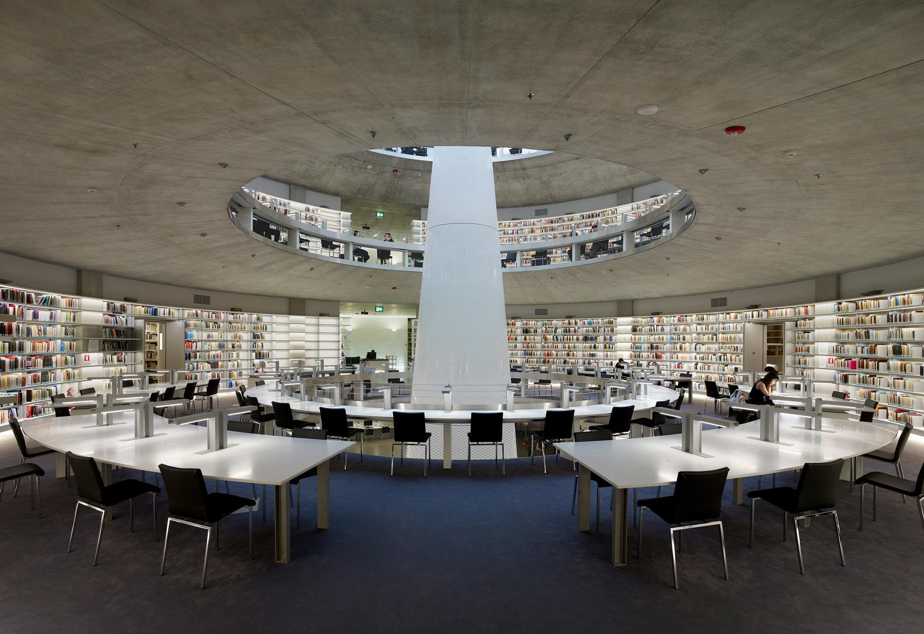 Яркая библиотека по проекту Жана Нувеля (галерея 14, фото 1)