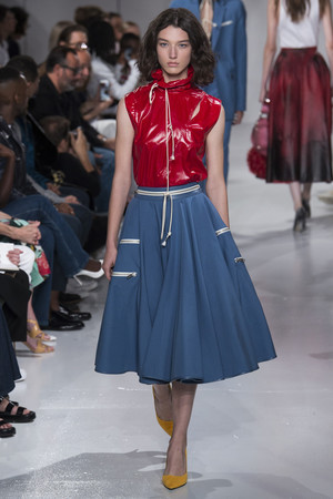 Показ Calvin Klein коллекции сезона Весна-лето 2018 года Prêt-à-porter - www.elle.ru - Подиум - фото 625411