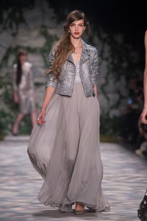 Показы мод Jenny Packham Осень-зима 2017-2018 | Подиум на ELLE - Подиум - фото 4800