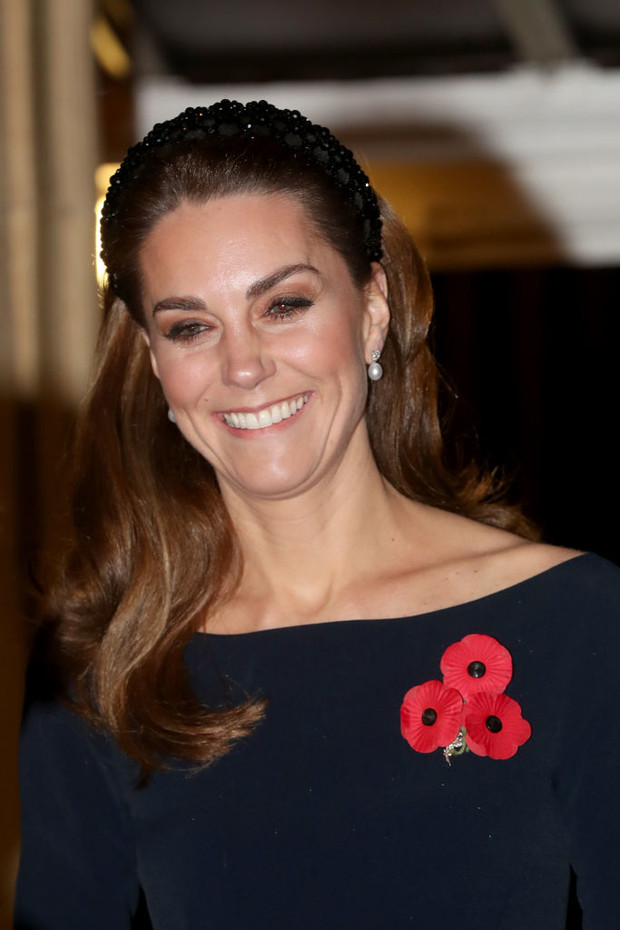 Ободок Zara и клатч с короной: детали образа Кейт Миддлтон (фото 1)