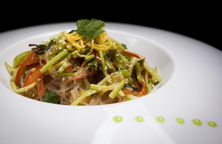 Салат со стеклянной лапшой и овощами летние салаты с фото