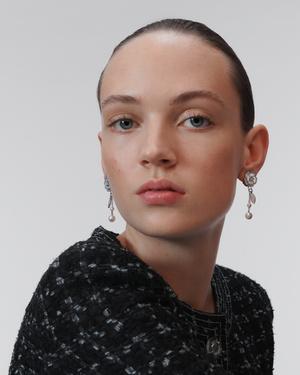 Урок французского (стиля): 5 способов носить серьги согласно ювелирному словарю Chanel (фото 4.1)