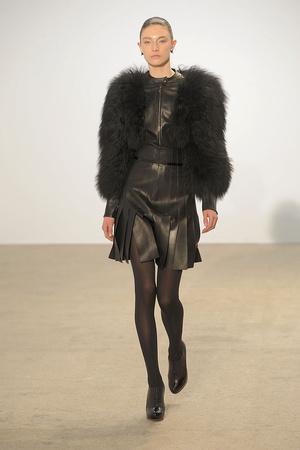 Показы мод Thierry Mugler Осень-зима 2010-2011 | Подиум на ELLE - Подиум - фото 2705
