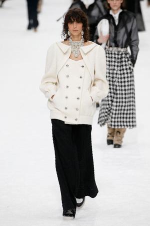 Последний показ эры Карла: Chanel RTW Fall 2019 (фото 2.2)