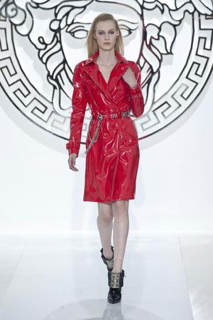 Показ Versace коллекции сезона Осень-зима 2013-2014 года Prêt-à-porter - www.elle.ru - Подиум - фото 519964