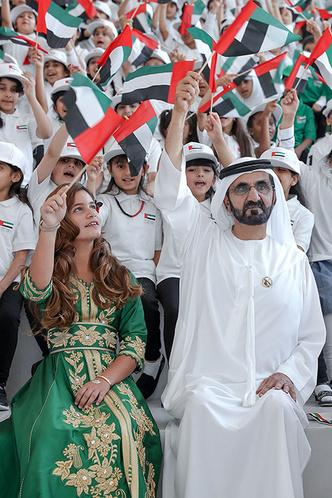 Принцесса Востока: премьер-министр Арабских Эмиратов представил дочь фото [4]