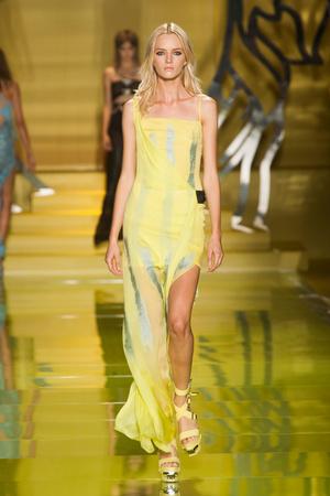 Показ Versace коллекции сезона Весна-лето 2014 года Prêt-à-porter - www.elle.ru - Подиум - фото 564872