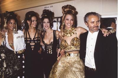 Ким Кардашьян в платье как у Донателлы Версаче на afterparty Met Gala (галерея 5, фото 0)