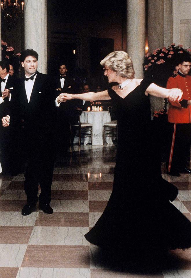 Принцесса Диана танцует с Джоном Траволтой в Белом доме