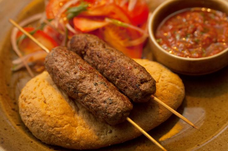 Котлетки-кебаб из баранины с соусом сацибели