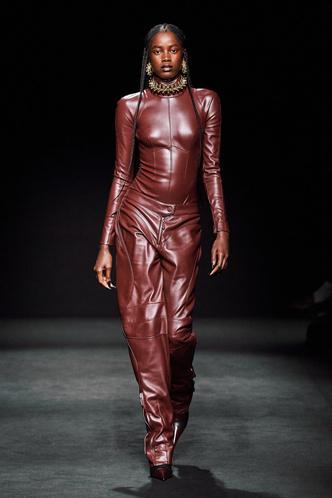 Прозрачные ткани, глубокое декольте и кожа: Mugler FW 2020 (фото 1.1)