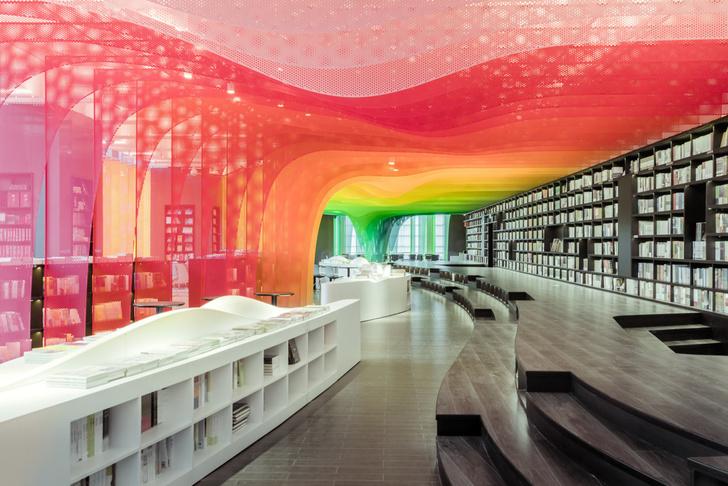 Радужный книжный магазин в Китае (фото 0)