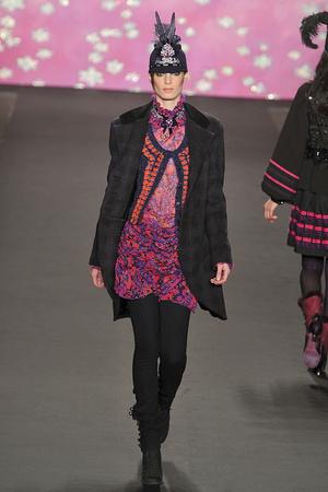 Показ Anna Sui коллекции сезона Осень-зима 2009-2010 года prêt-à-porter - www.elle.ru - Подиум - фото 88893