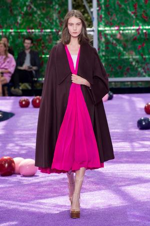 Показы мод Christian Dior Осень-зима 2015-2016 | Подиум на ELLE - Подиум - фото 4317
