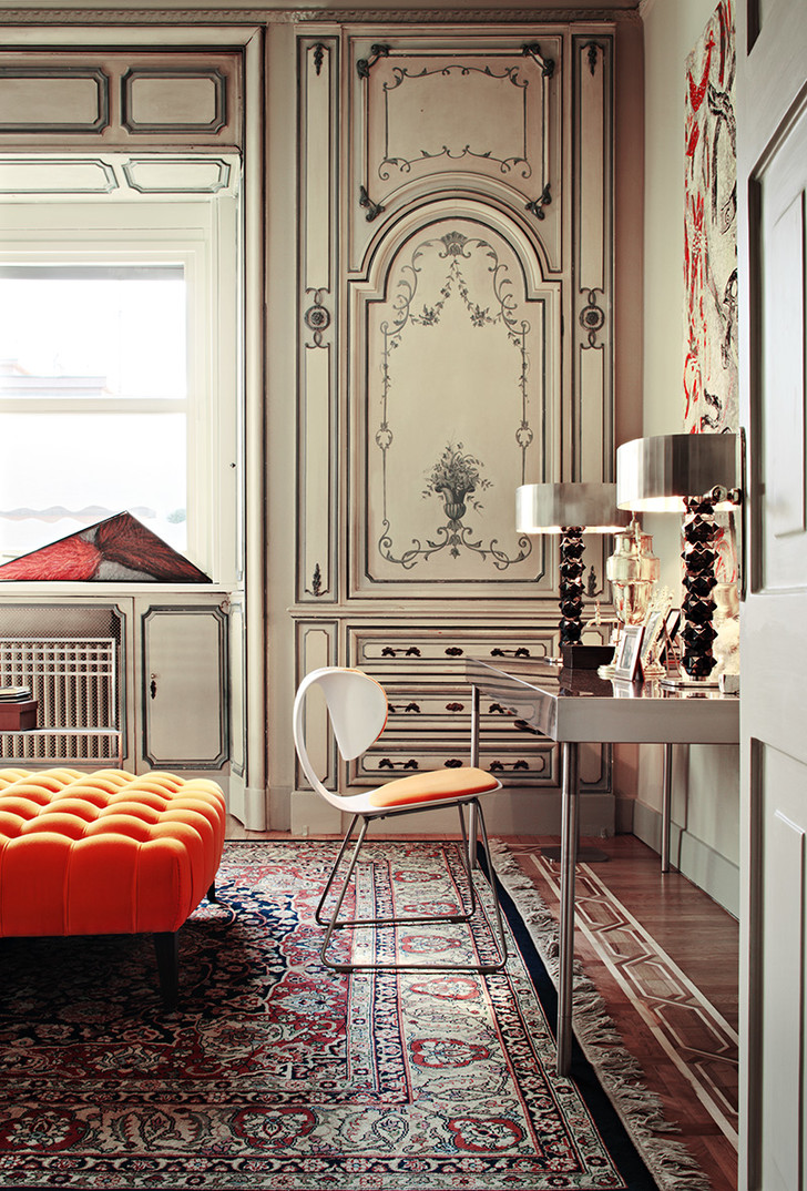 Миланские апартаменты архитектора Уильяма Савайи. Бережно восстановленные буазери начала ХХ века сочетаются с современной мебелью Sawaya & Moroni.