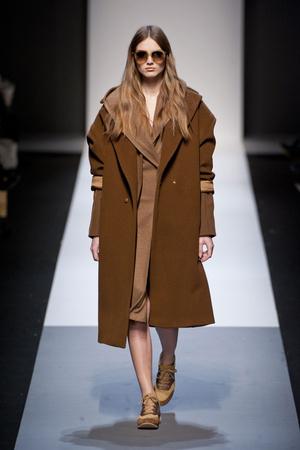 Показы мод Max Mara Осень-зима 2013-2014 | Подиум на ELLE - Подиум - фото 722