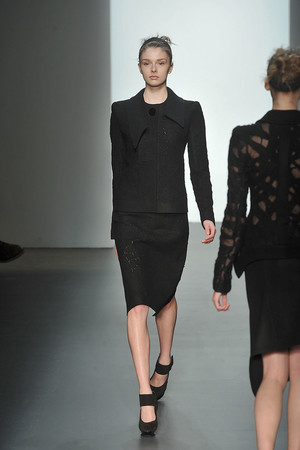 Показ Calvin Klein коллекции сезона Осень-зима 2009-2010 года prêt-à-porter - www.elle.ru - Подиум - фото 89319